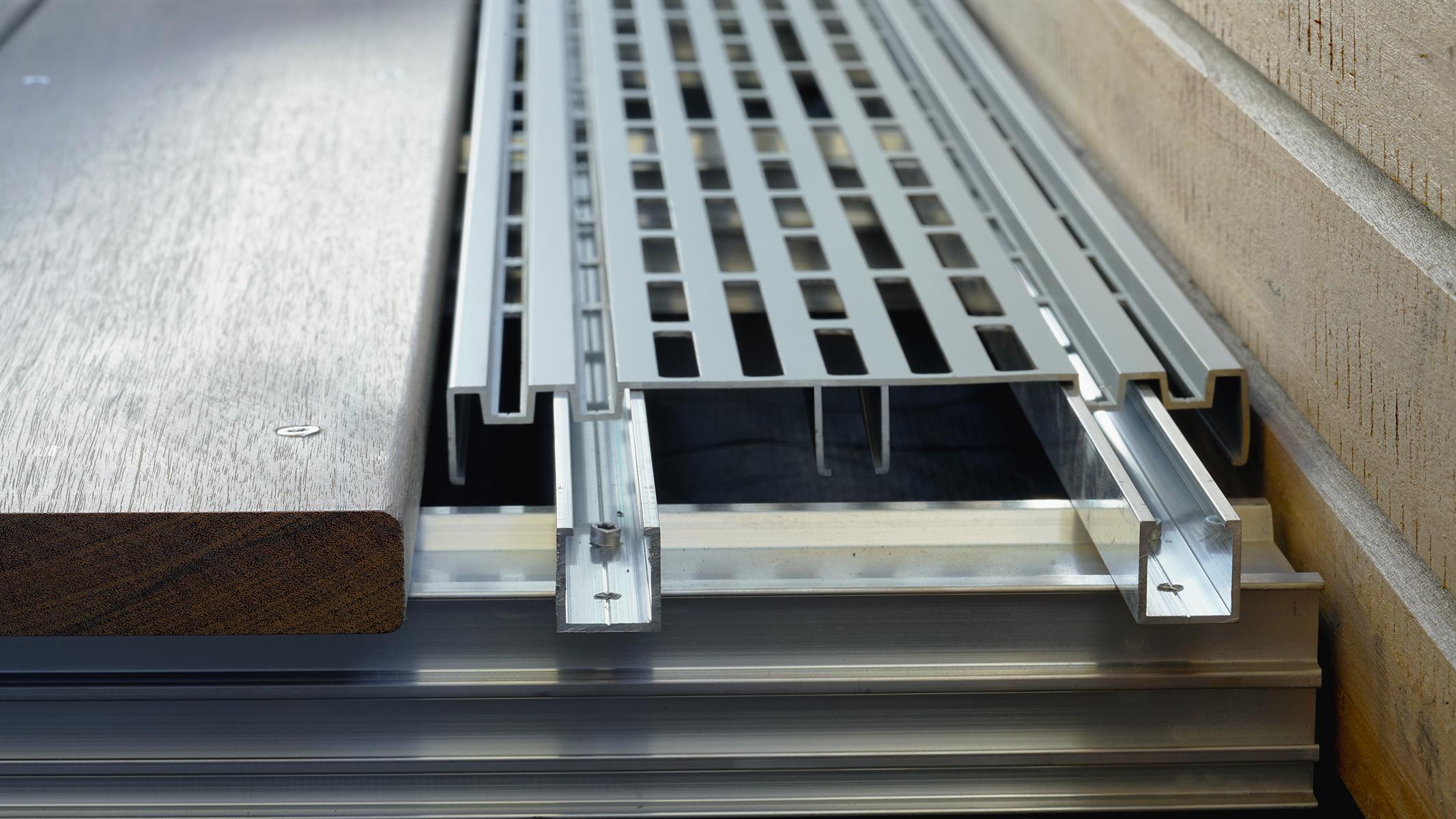 Ventilationsprofil RELO V für für die Belüftung von Terrassen